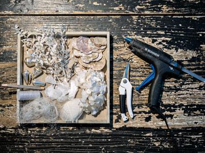 Girlande aus Fundstücken