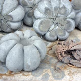 Herbstliche Deko mit Betonkürbissen