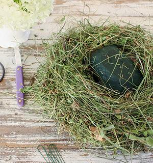 Blumiges Nest zum Osterfest